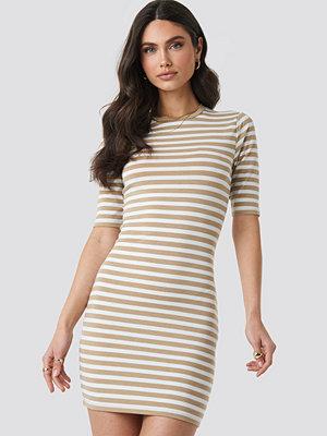 NA-KD Striped Fitted T-shirt Dress beige
