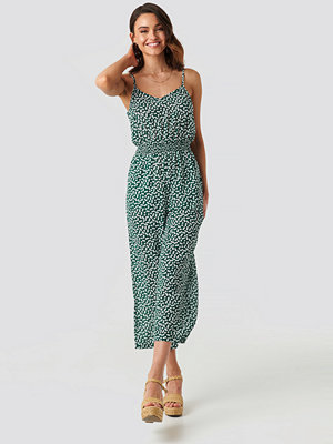 Jumpsuits & playsuits - NA-KD Boho Flower Printed Flowy Jumpsuit grön