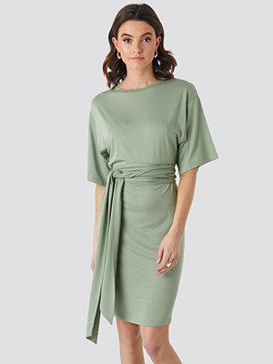 NA-KD Wrap Detail Jersey Dress grön