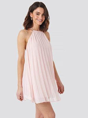 NA-KD Party Mini Pleated Trapeze Dress rosa