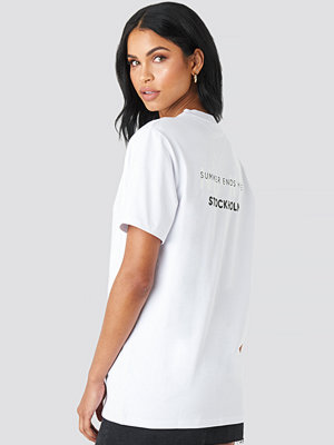 T-shirts - Summerburst x NA-KD Stockholm Tee vit