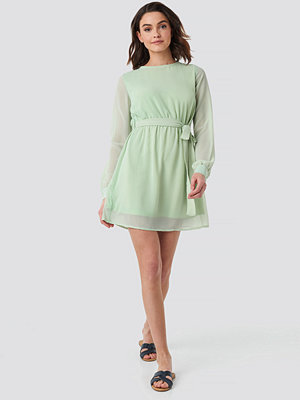 NA-KD Chiffon Dress grön