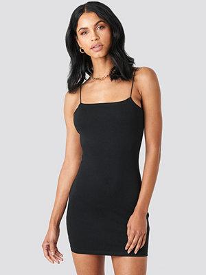 Summerburst x NA-KD Spaghetti Strap Dress svart