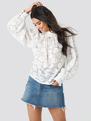 NA-KD Boho High Collar Flower Lace Blouse vit