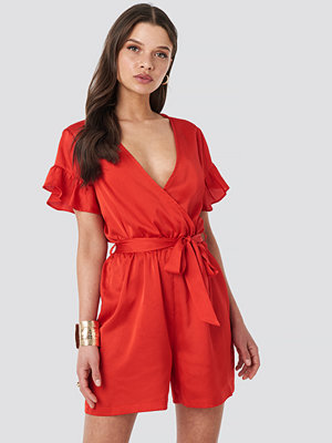 Jumpsuits & playsuits - NA-KD Frill Sleeve Playsuit röd