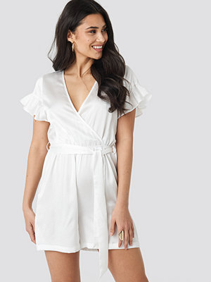 Jumpsuits & playsuits - NA-KD Frill Sleeve Printed Playsuit vit