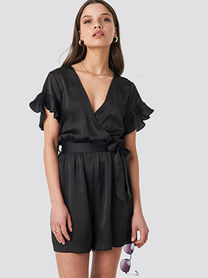 NA-KD Frill Sleeve Playsuit svart