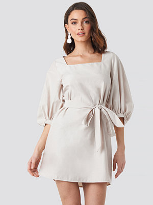 NA-KD Trend Puff Sleeve Square Neck Tie Dress beige