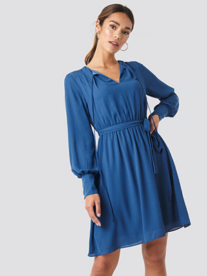 Trendyol Tile Waist Ruffled Dress blå