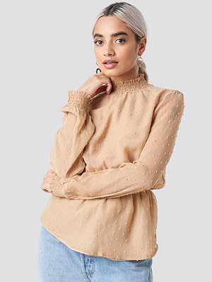 Tunikor - NA-KD Boho Dobby High Neck Blouse beige