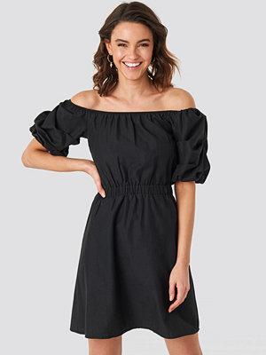 NA-KD Boho Off Shoulder Puff Sleeve A-Line Dress svart