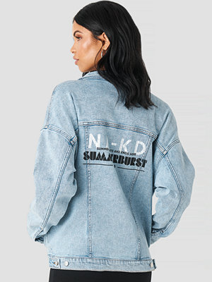 Summerburst x NA-KD Printed Denim Jacket blå