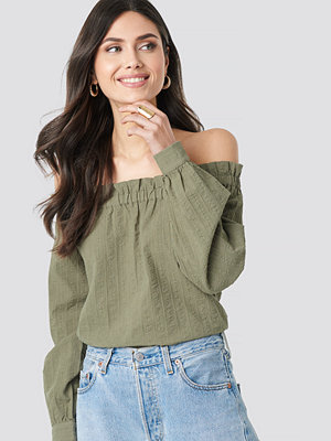 NA-KD Boho Off Shoulder Structured Blouse grön