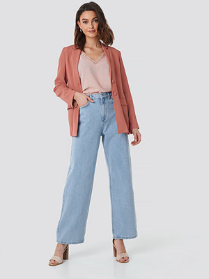 NA-KD Mid Rise Relaxed Jeans blå