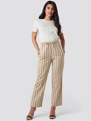 NA-KD Trend randiga byxor Linen Look Striped Pants beige