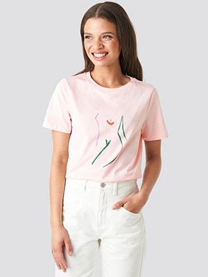 NA-KD Art T-shirt rosa