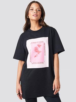 T-shirts - NA-KD Trend Rose Printed Tee svart