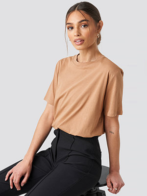 T-shirts - Iva Nikolina x NA-KD Oversized Tee beige
