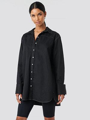 Skjortor - Anna Nooshin x NA-KD Oversized Long Contrast Shirt svart