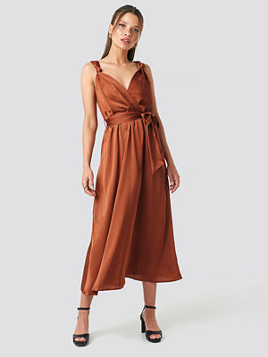 Trendyol Girdle Detailed Midi Dress röd