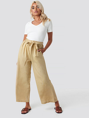 Sisters Point omönstrade byxor Bina Pants beige