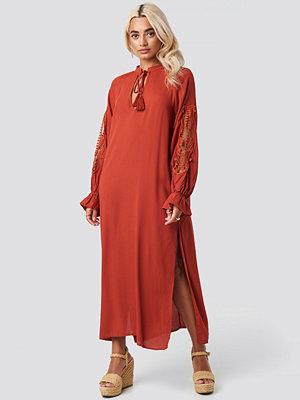 Trendyol Tile Handles Lace Detailed Dress röd