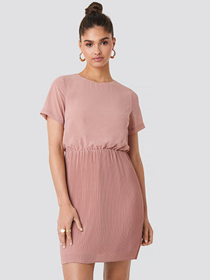 NA-KD Pleated Skirt Part Dress rosa