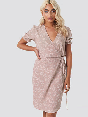 NA-KD Overlap Printed Dress rosa