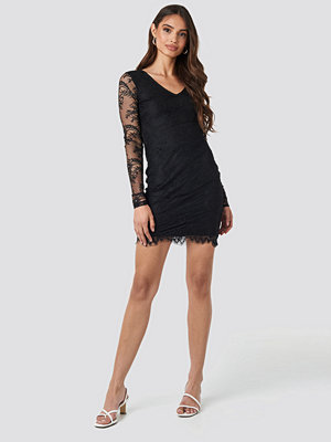 NA-KD Party V-Neck Long Sleeve Lace Dress svart