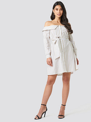 NA-KD Off Shoulder Shirt Dress vit beige
