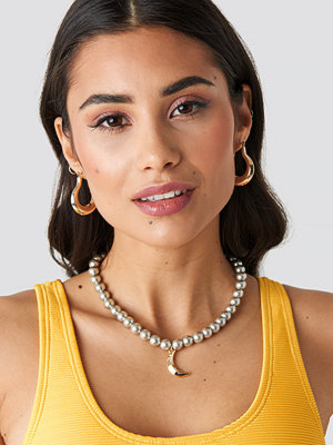 NA-KD Accessories smycke Pearl Moon Pendant Necklace grå