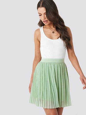 NA-KD Mini Pleated Skirt grön
