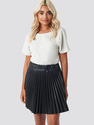 NA-KD Party Faux Leather Pleated Mini Skirt svart