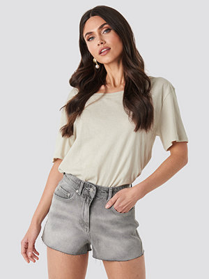 NA-KD Raw Hem High Waist Shorts grå