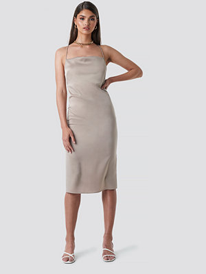 Tina Maria x NA-KD Cowl Neck Satin Midi Dress beige