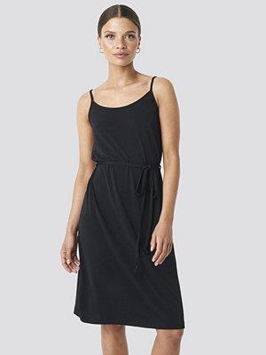 NA-KD Wrap Detail Strap Dress svart