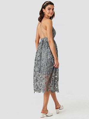 NA-KD Boho Crochet Strap Back Dress grå blå