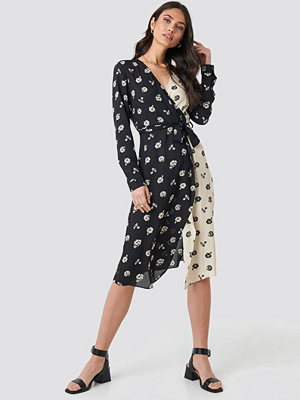 NA-KD Trend Black White Flower Print Dress svart