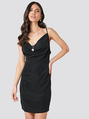 NA-KD Party Cowl Neck Mini Dress svart
