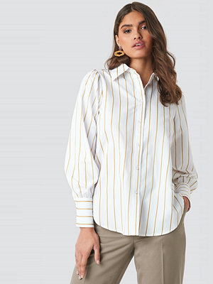NA-KD Classic High Slit Oversized Striped Shirt vit beige
