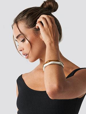 NA-KD Accessories smycke Slim Resin Look Bangles brun beige