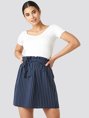 NA-KD Striped Tied Waist Skirt blå