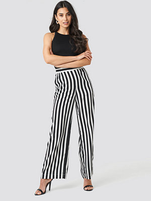 NA-KD randiga byxor Wide Striped Pants svart vit
