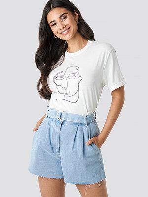 NA-KD Raw Hem Paperbag Waist Denim Shorts blå