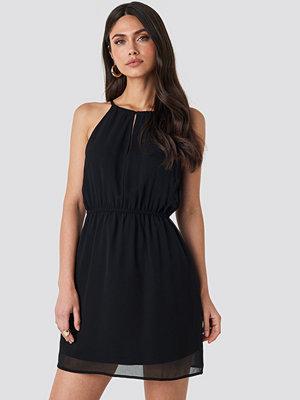 NA-KD Party Halterneck Chiffon Mini Dress svart