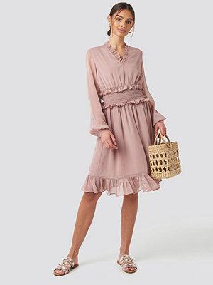 NA-KD Boho Ruffle Details Flowy Mini Dress rosa