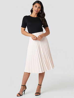 NA-KD Trend Faux Leather Pleated Midi Skirt beige