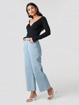 NA-KD Raw Hem Relaxed Jeans blå