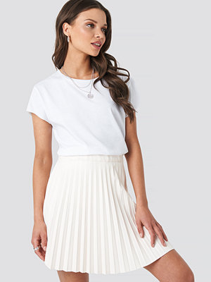 NA-KD Party Faux Leather Pleated Mini Skirt beige