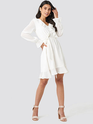 NA-KD Flounce Chiffon Mini Dress vit